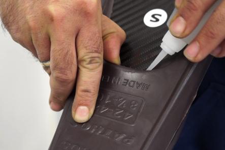L'assemblaggio della pala può essere fatto usando adesivo cianoacrilato