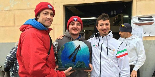 Consegna del Trofeo Santi Calisto ai vincitori dell'edizione 2016 da parte di Luca Santi