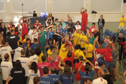 Ballo finale con staff di assistenza ed atleti (foto S. Rubera)