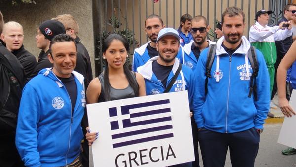 La squadra greca prima della sfilata inaugurale (foto N. Kambanis)