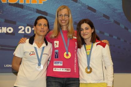 Sul podio della statica femminile Gabriela Grezlova indossa gli stessi occhiali con cui ha disputato la gara (foto S. Rubera)