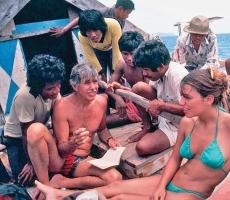 Angela Bandini e Jacques Mayol con i Bajau, famosi apneisti della Malesia e dell'Indonesia