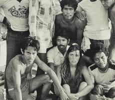 In Malesia, con apneisti Bajau. In alto a destra nella foto, Jacques Mayol che osserva attentamente