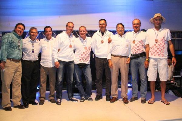 La squadra al completo con Antonio Cruz, Presidente della Commissione pesca in apnea CMAS (foto V. Prokic)