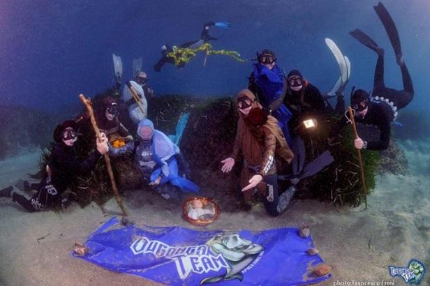 Il Presepe in apnea del Dugongo Team (foto F. Freni)