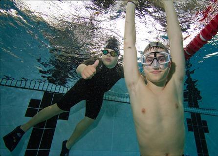 Per i ragazzi che partecipano al progetto l'apnea è soprattutto divertimento (foto F. Amerio)