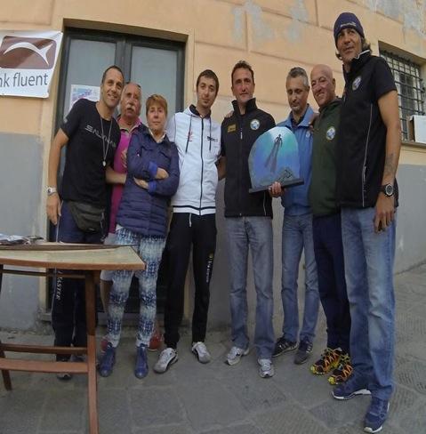 I vincitori con il Trofeo Santi Calisto